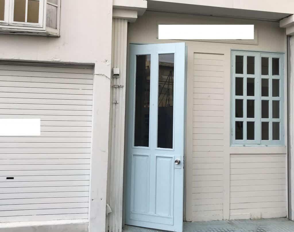 沖縄そば屋の入り口