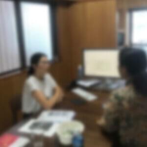 沖縄県にある西里税理士事務所カウンセリングの様子